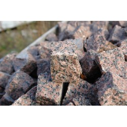 Kostka granitowa czerna - surowo łupana
